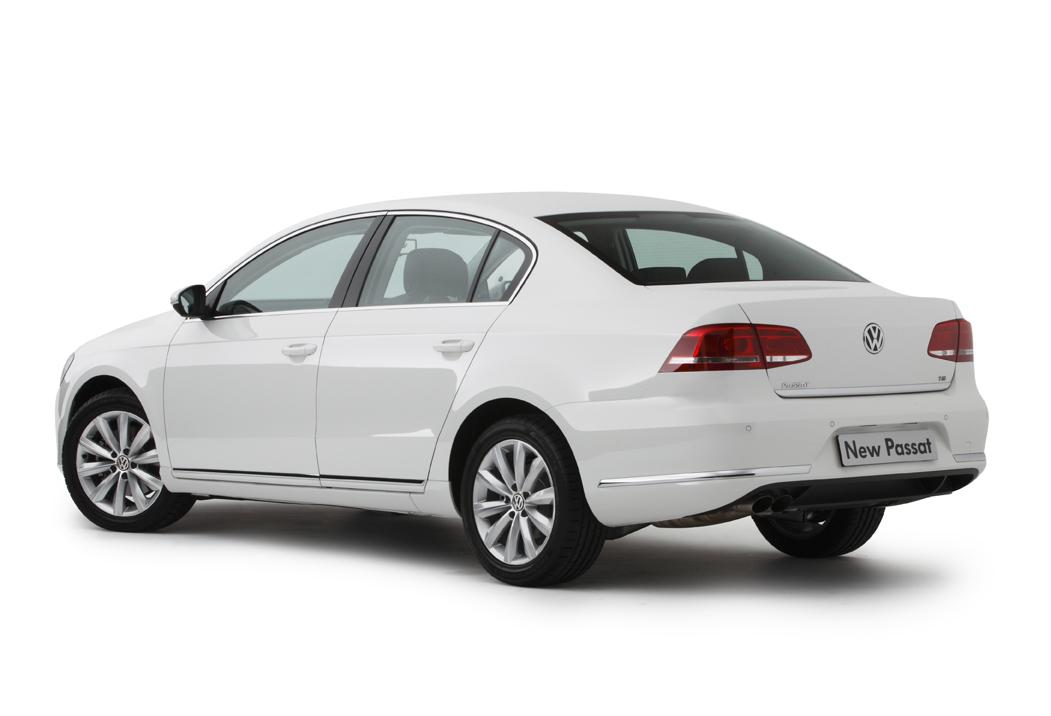 2011_volkswagen_passat_sedan_australia_118tsi_14