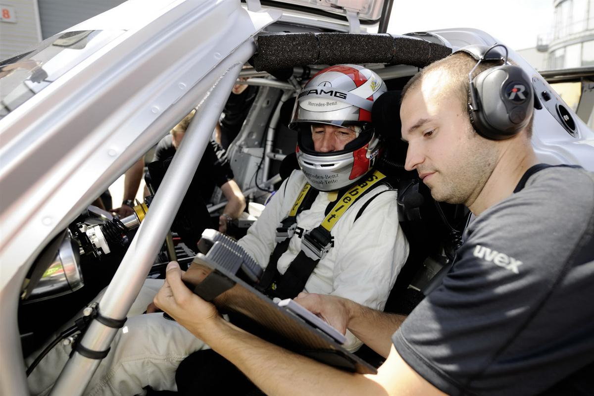 2010_mercedes_benz_sls_amg_gt3_race_car_017
