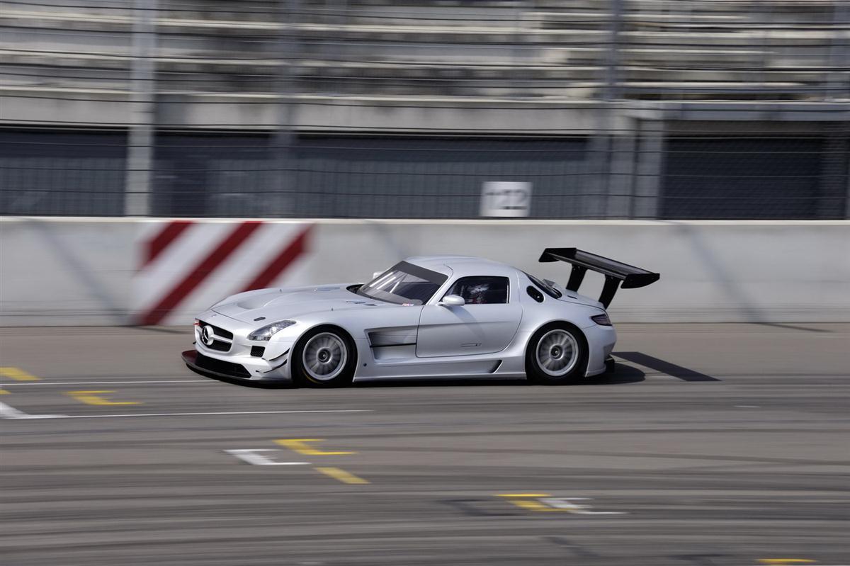 2010_mercedes_benz_sls_amg_gt3_race_car_013