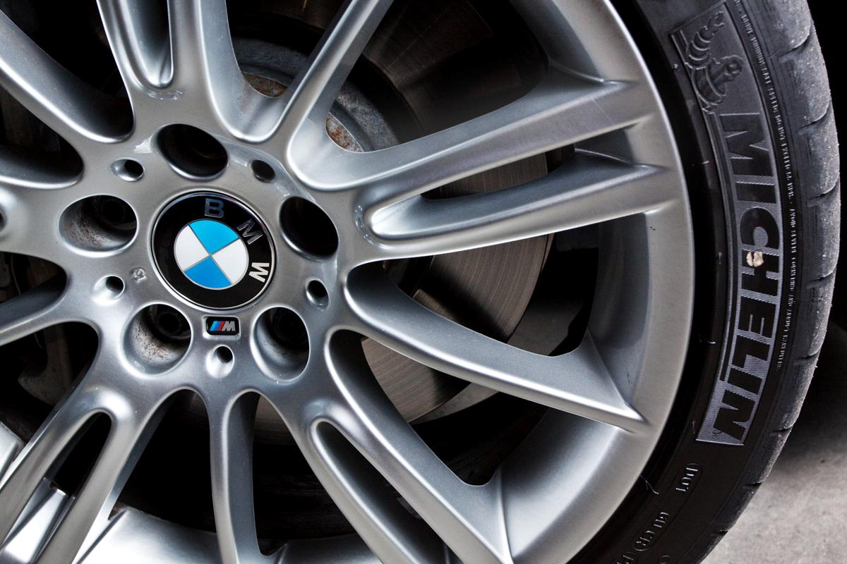 2009_bmw-335i_with_m-sport-package_road-test-review_08.jpg