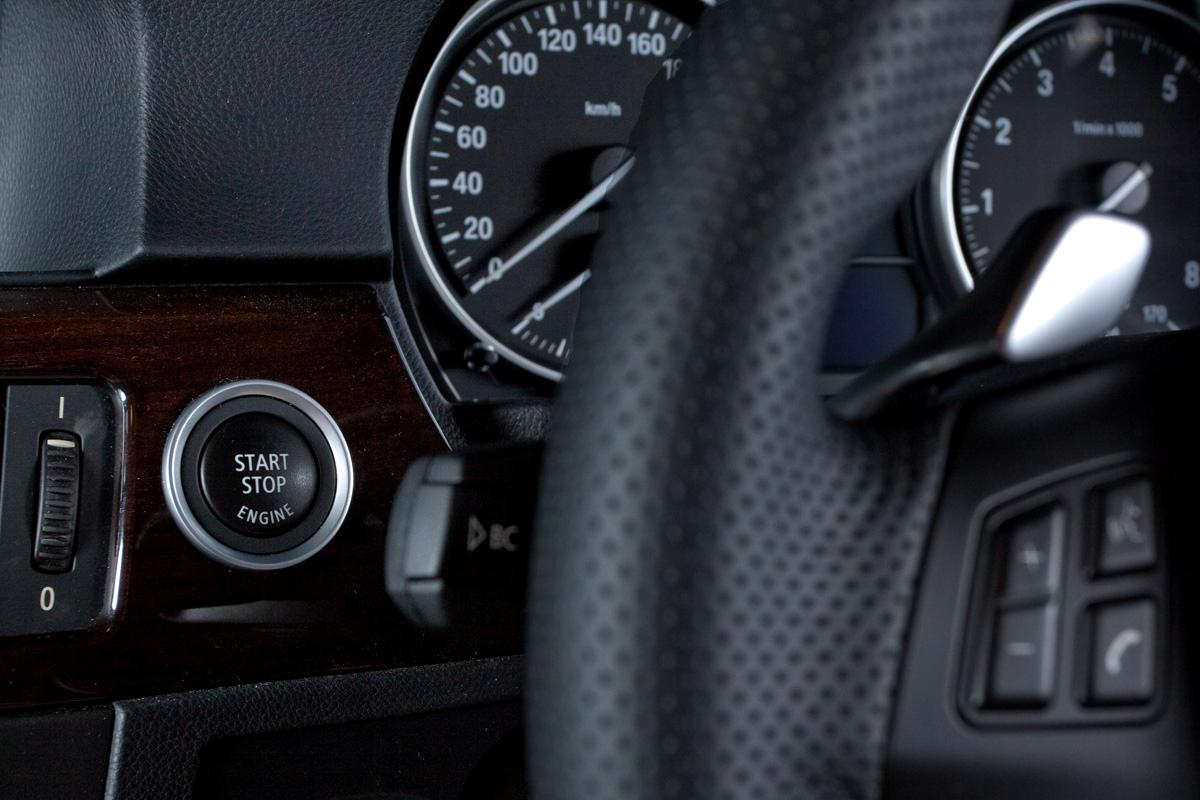 2009_bmw-335i_with_m-sport-package_road-test-review_07_start-button.jpg