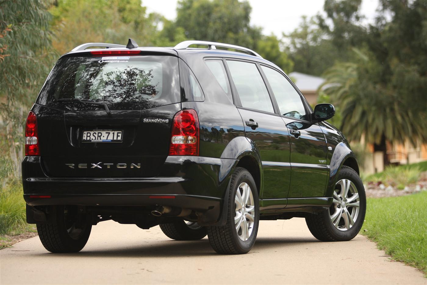 2011_ssangyong_rexton_road_test_review_01