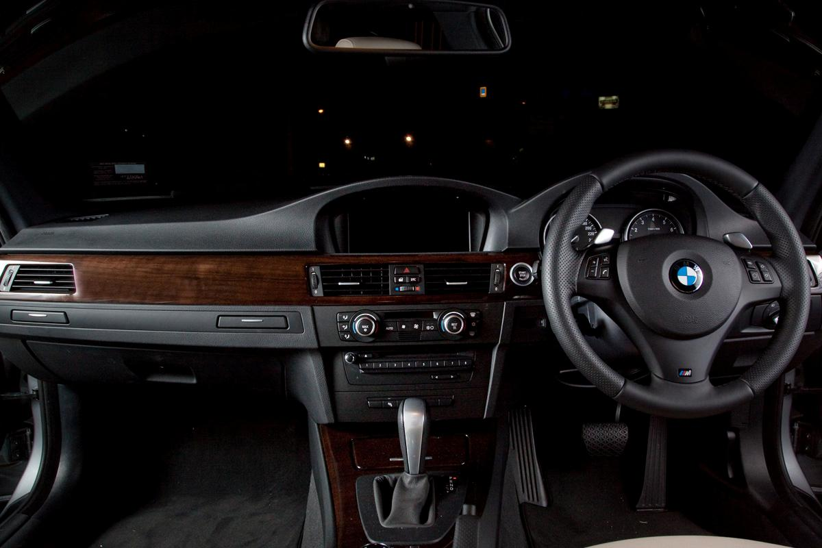 2009_bmw-335i_with_m-sport-package_road-test-review_05_interior.jpg