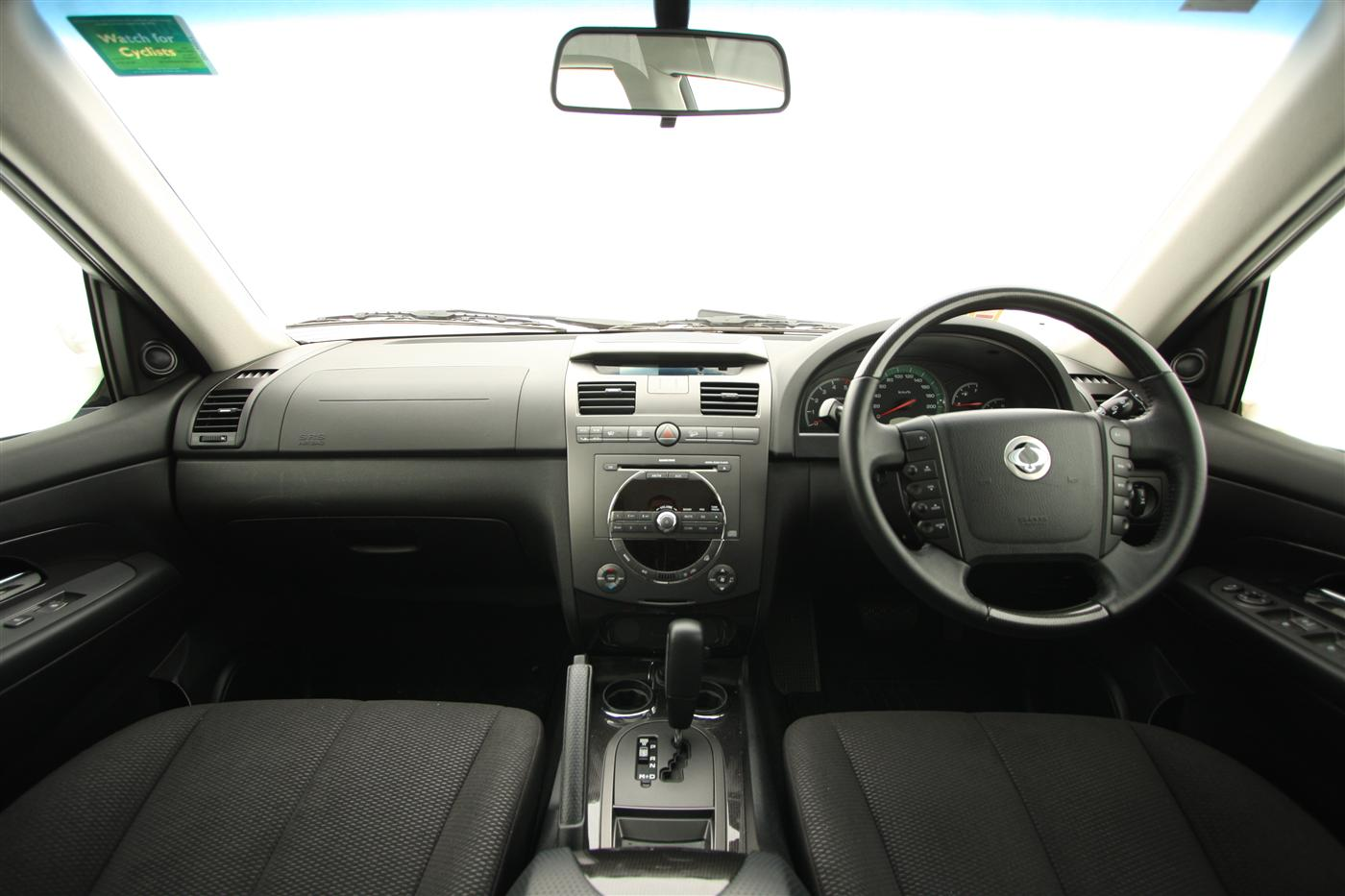 2011_ssangyong_rexton_road_test_review_07