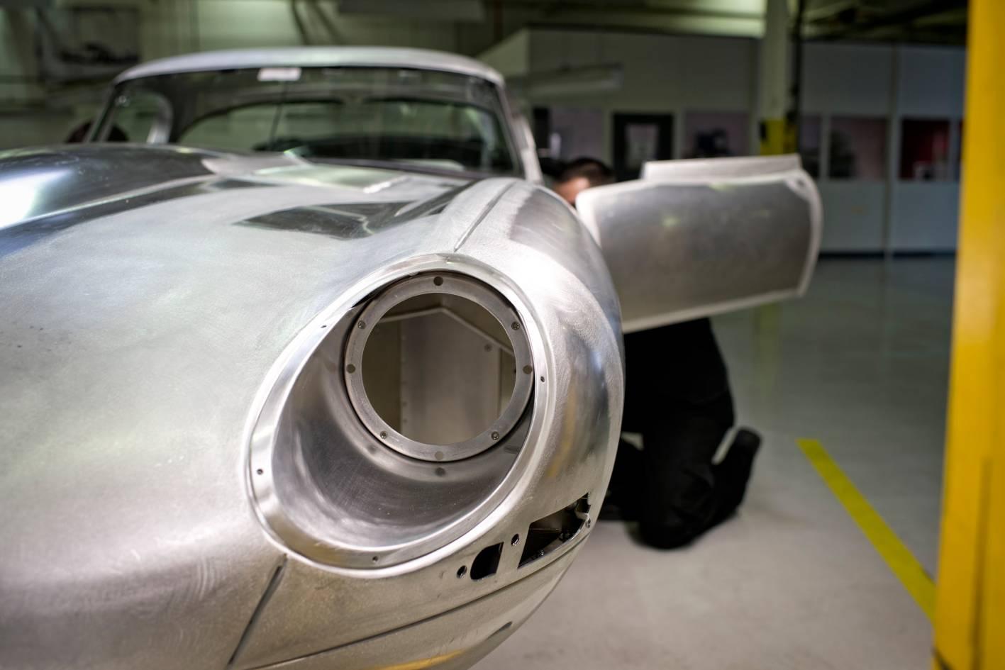 1963_jaguar_e_type_lightweight_01