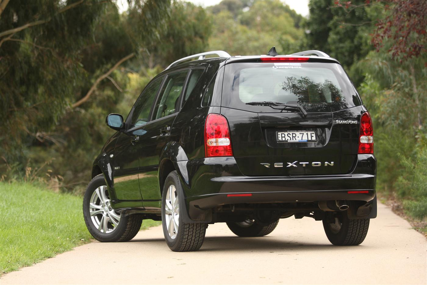 2011_ssangyong_rexton_road_test_review_02