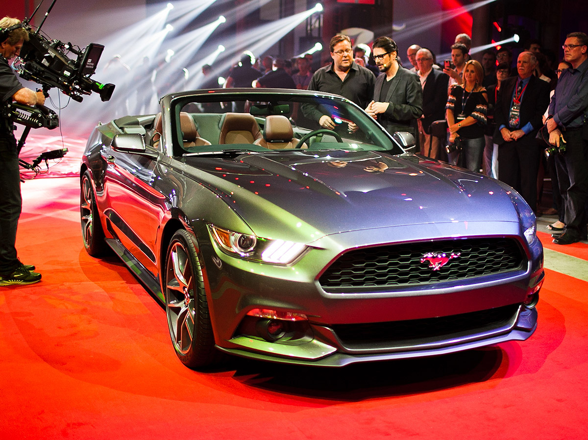 2014_ford_mustang_convertible_sydney_01