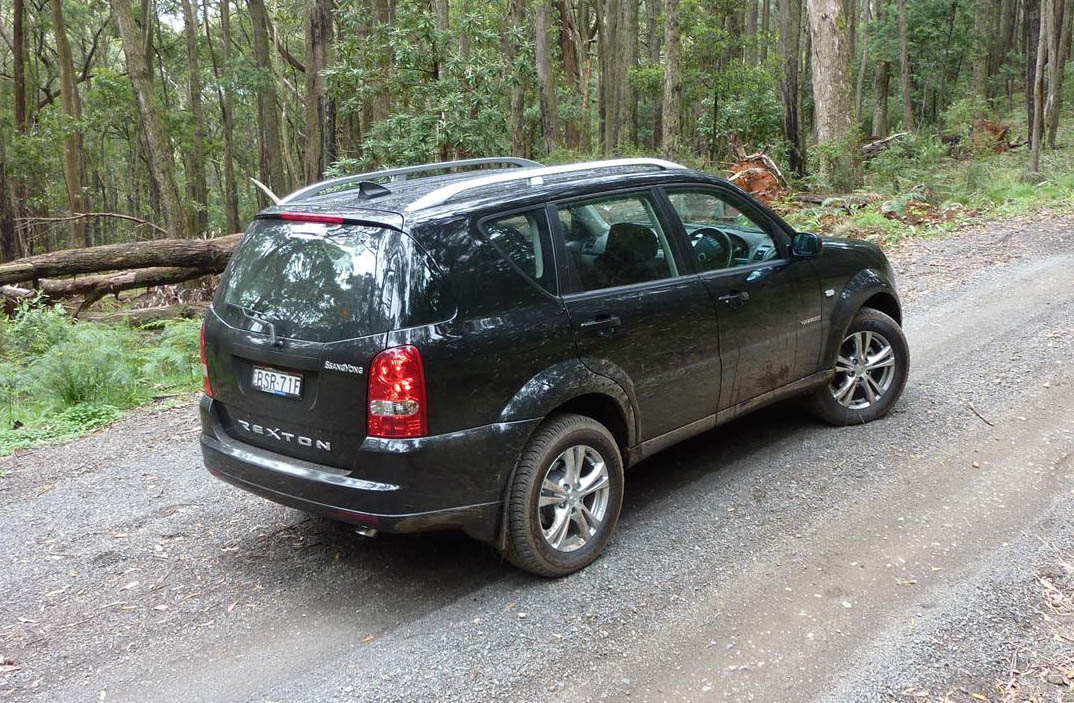 2011_ssangyong_rexton_road_test_review_20