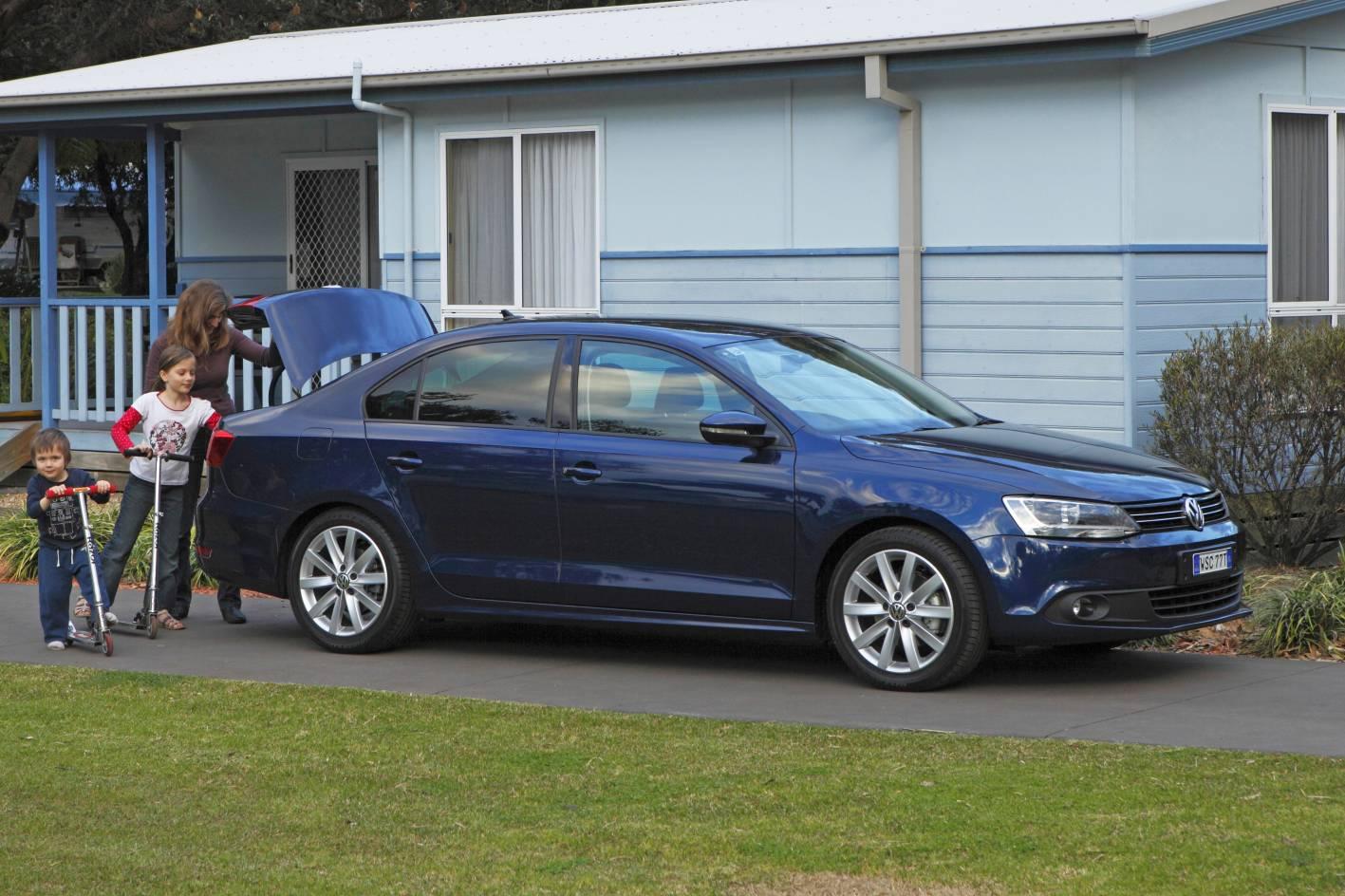 2012_volkswagen_jetta_australia_02_103tdi_comfortline_02