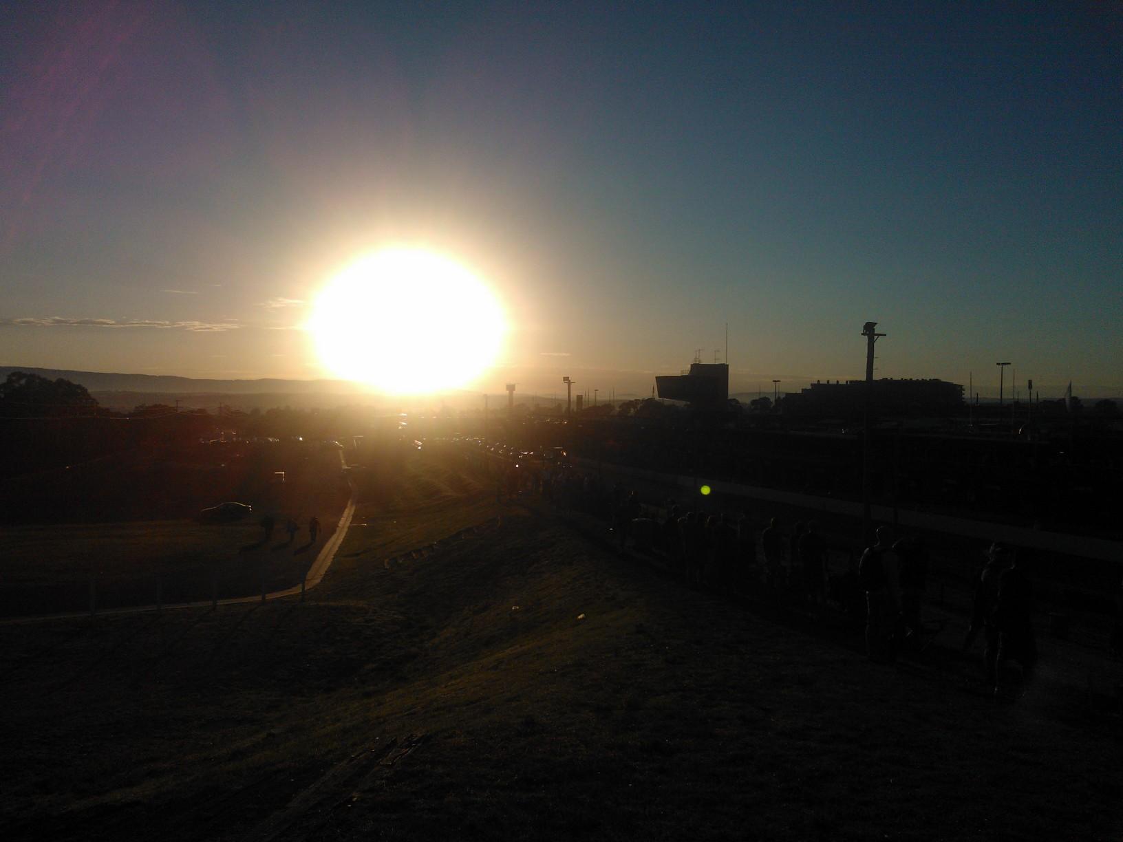 bathurst_sunrise_2013_12_hour