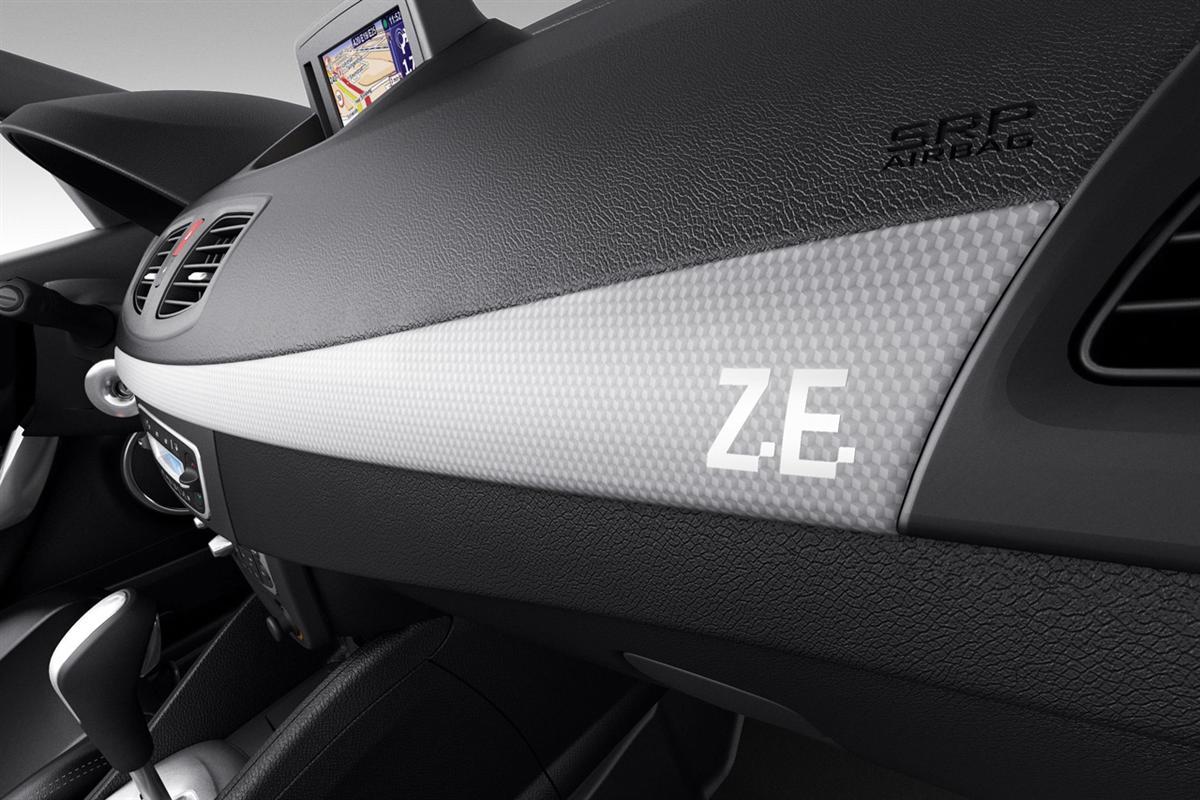 2011_renault_fluence_ze_electric_vehicle_08