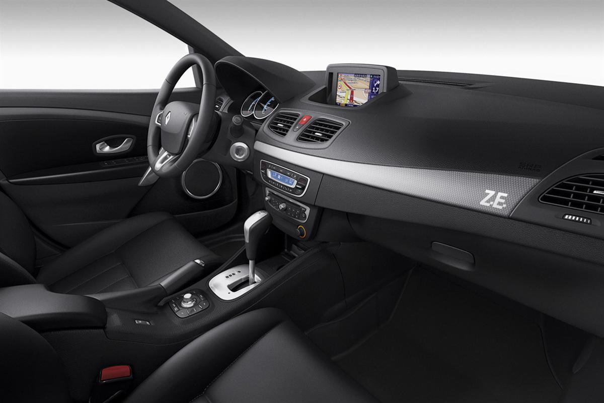 2011_renault_fluence_ze_electric_vehicle_10