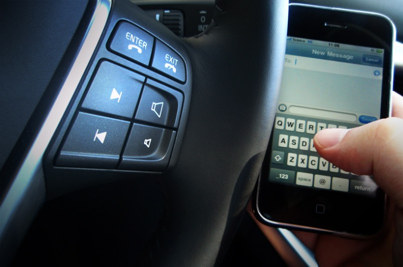 """Warnings Against Mobile Phone Use While Driving """"Too Extreme"""" Say AMTA"""