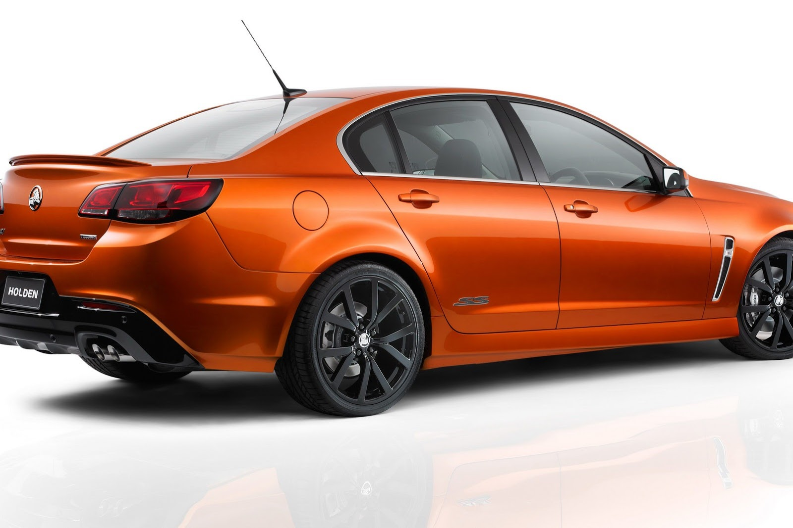 2014_holden_vf_commodore_ss_04
