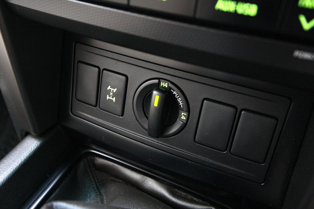 2010_toyota_prado_gxl_roadtest_review_interior_012