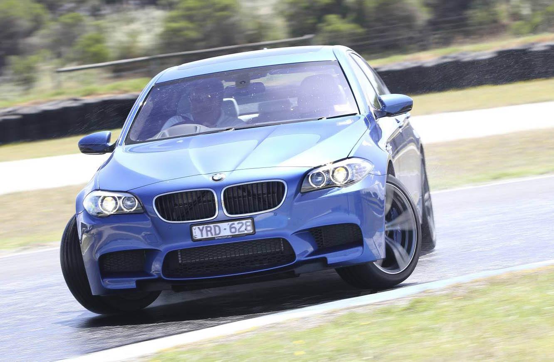 2012_bmw_m5_sedan_australia_01