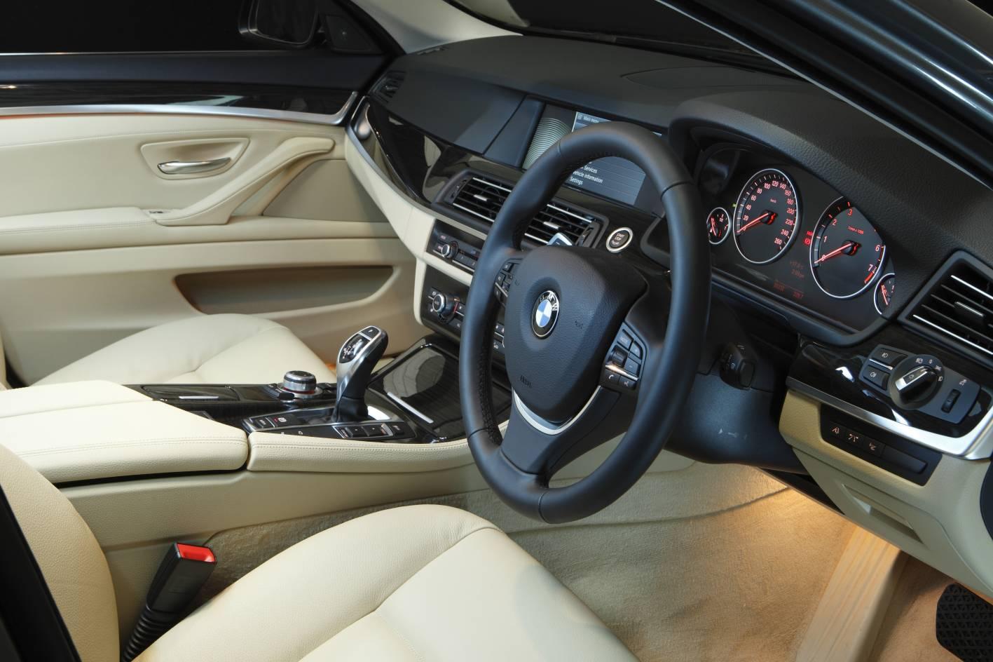 2011_bmw_5_series_sedan_06