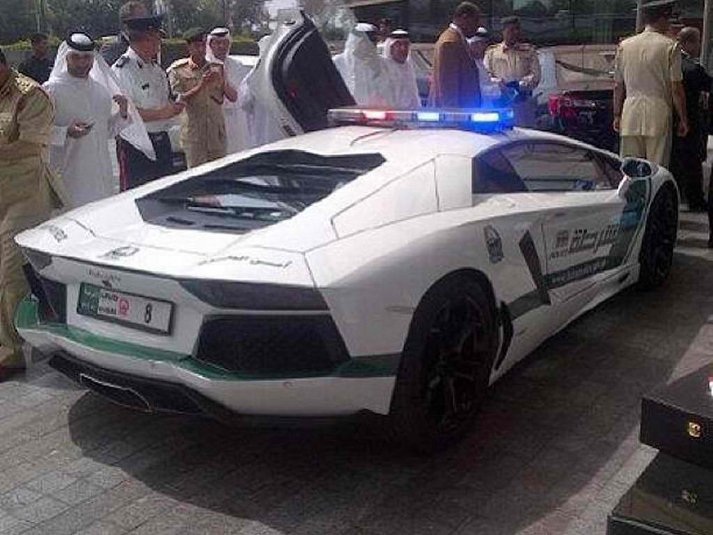 duabi_police_lamborghini_aventador_02