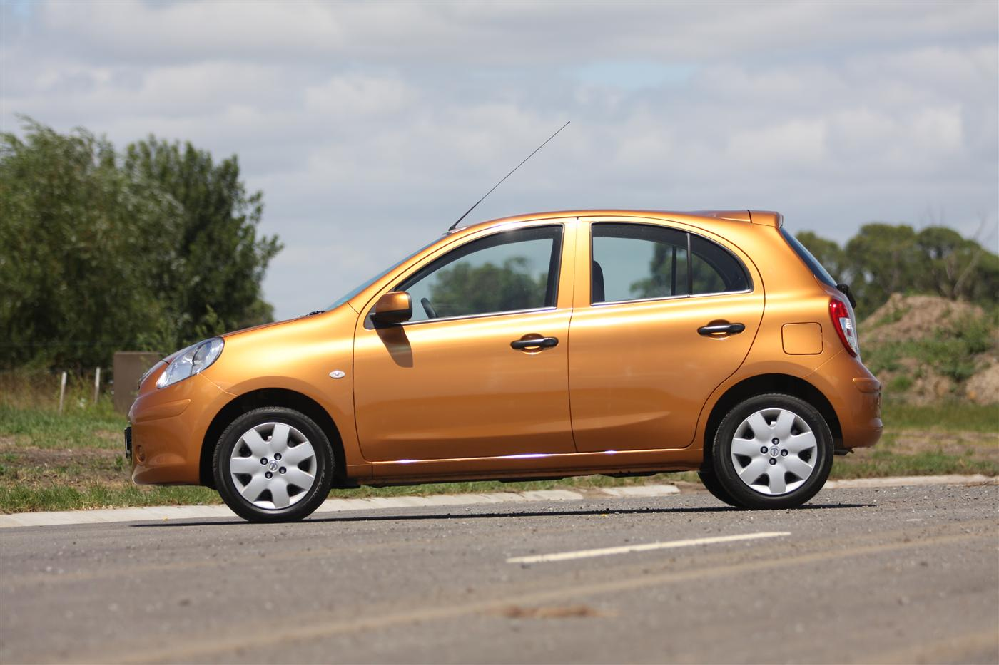 2011_nissan_micra_st_l_roadtest_review_07