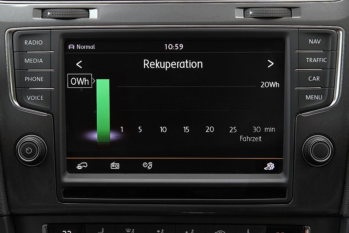 2014_volkswagen_golf_e_electric_vehicle_06