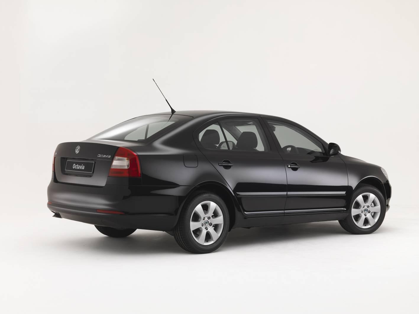 2011_skoda_octavia_sedan_csr_04