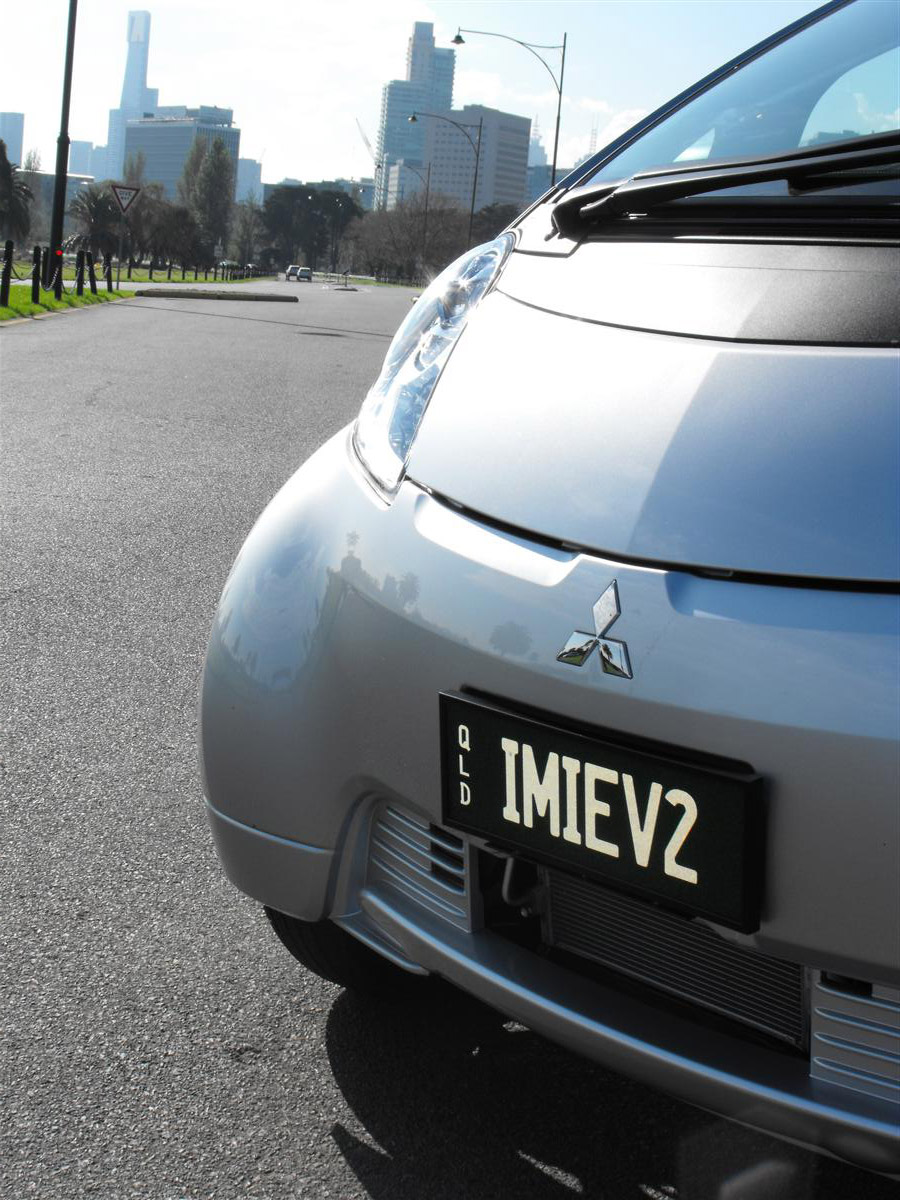 2010_mitsubishi_i_miev_electric_vehicle_first_drive_review_11