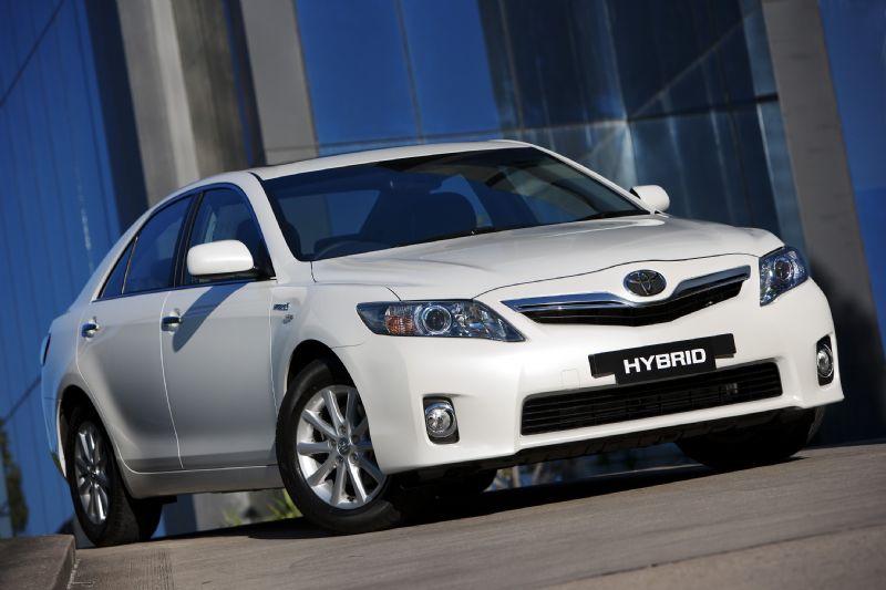 2011_toyota_hybrid-camry_production_15.jpg