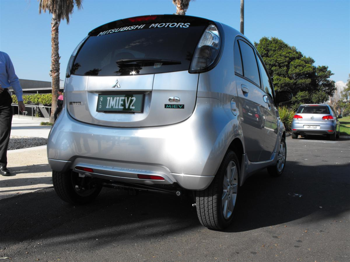 2010_mitsubishi_i_miev_electric_vehicle_first_drive_review_08