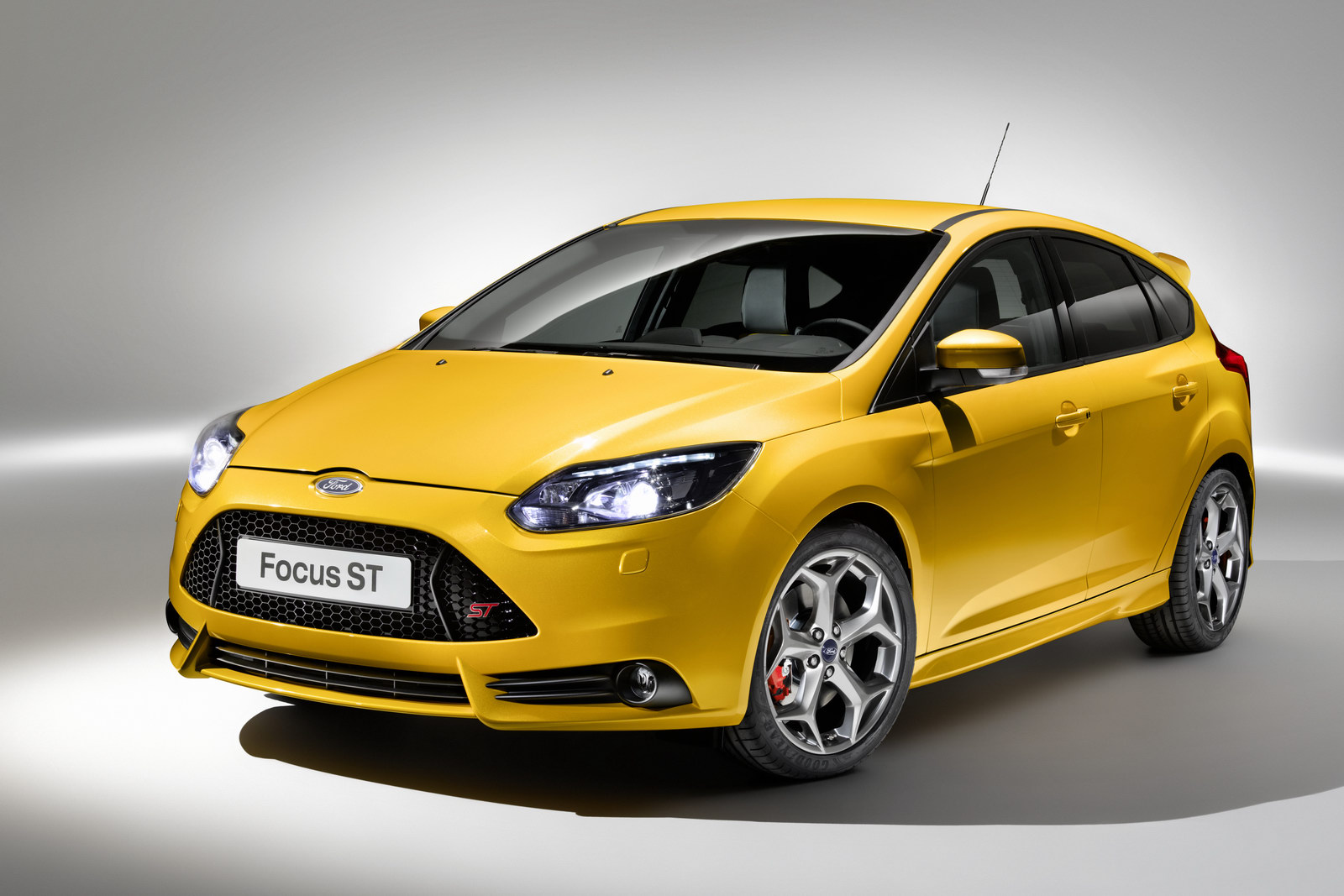 2012_ford_focus_st_overseas_01