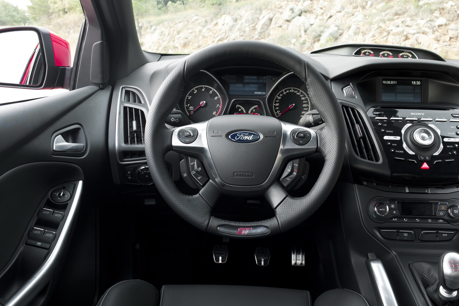 2012_ford_focus_st_overseas_03