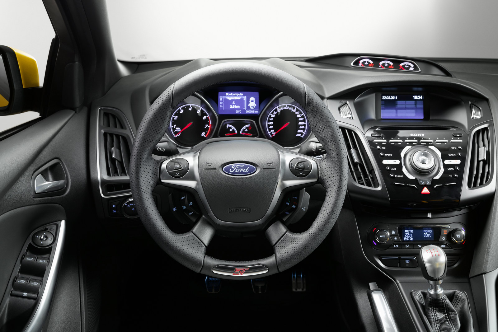 2012_ford_focus_st_overseas_06