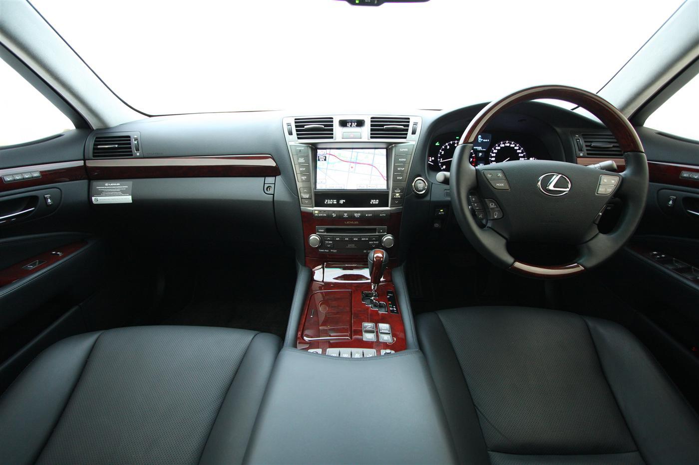 2010_lexus_ls460_roadtest_review_42