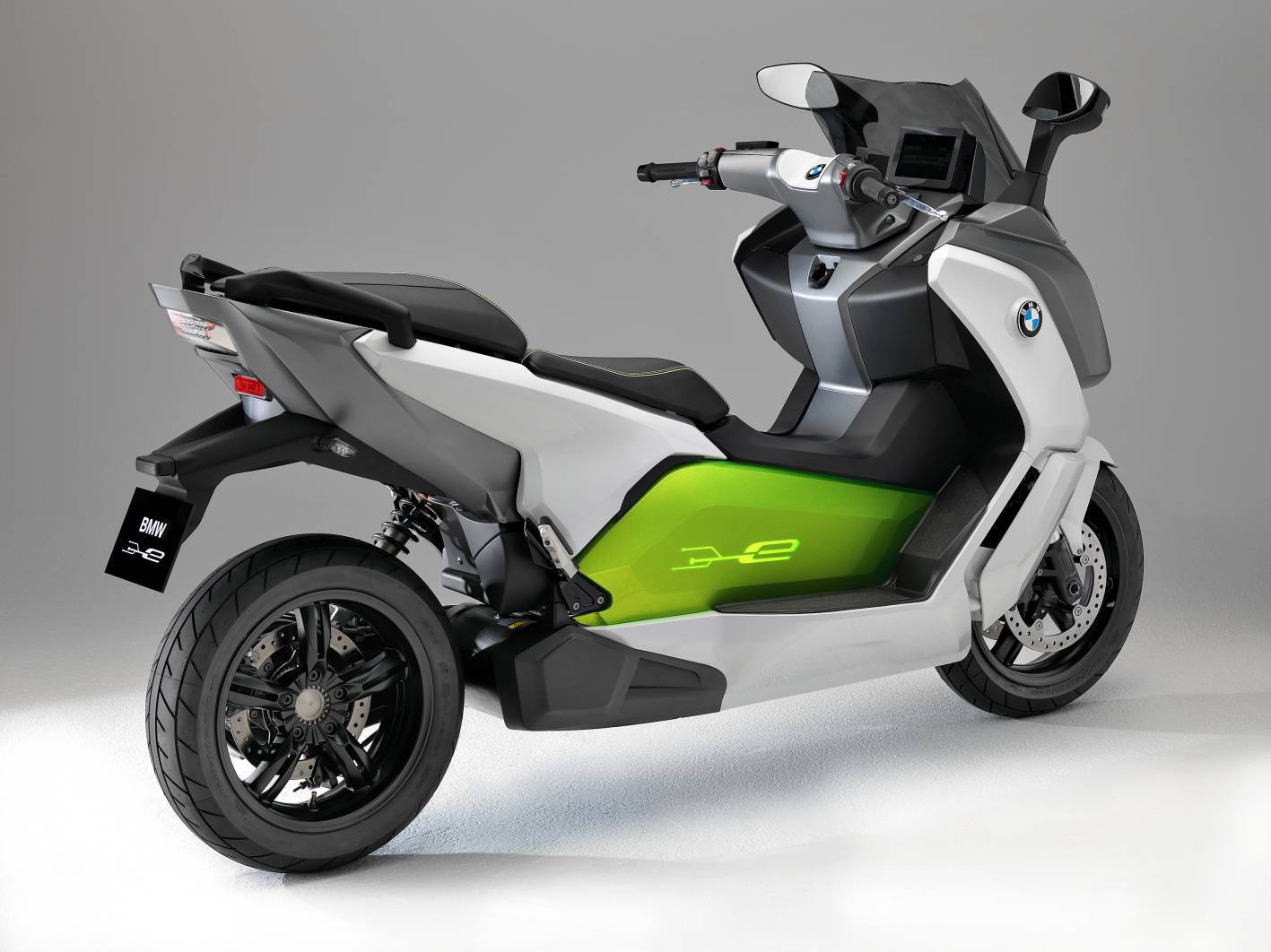 2013_bmw_evolution_c_electric_scooter_concept_04