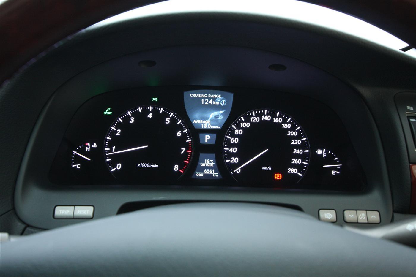 2010_lexus_ls460_roadtest_review_45