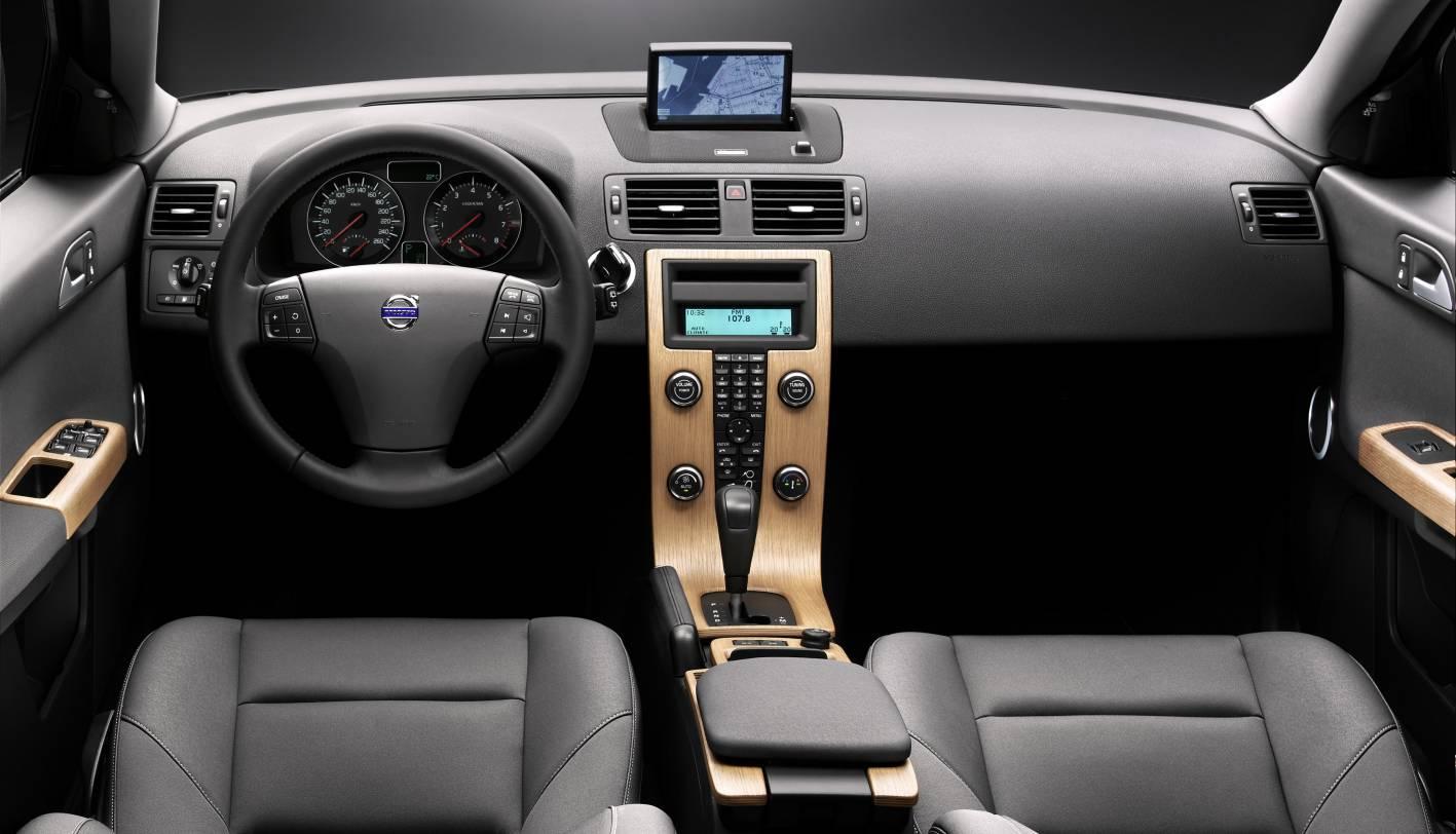 2010_volvo_s40_sedan_csr_05