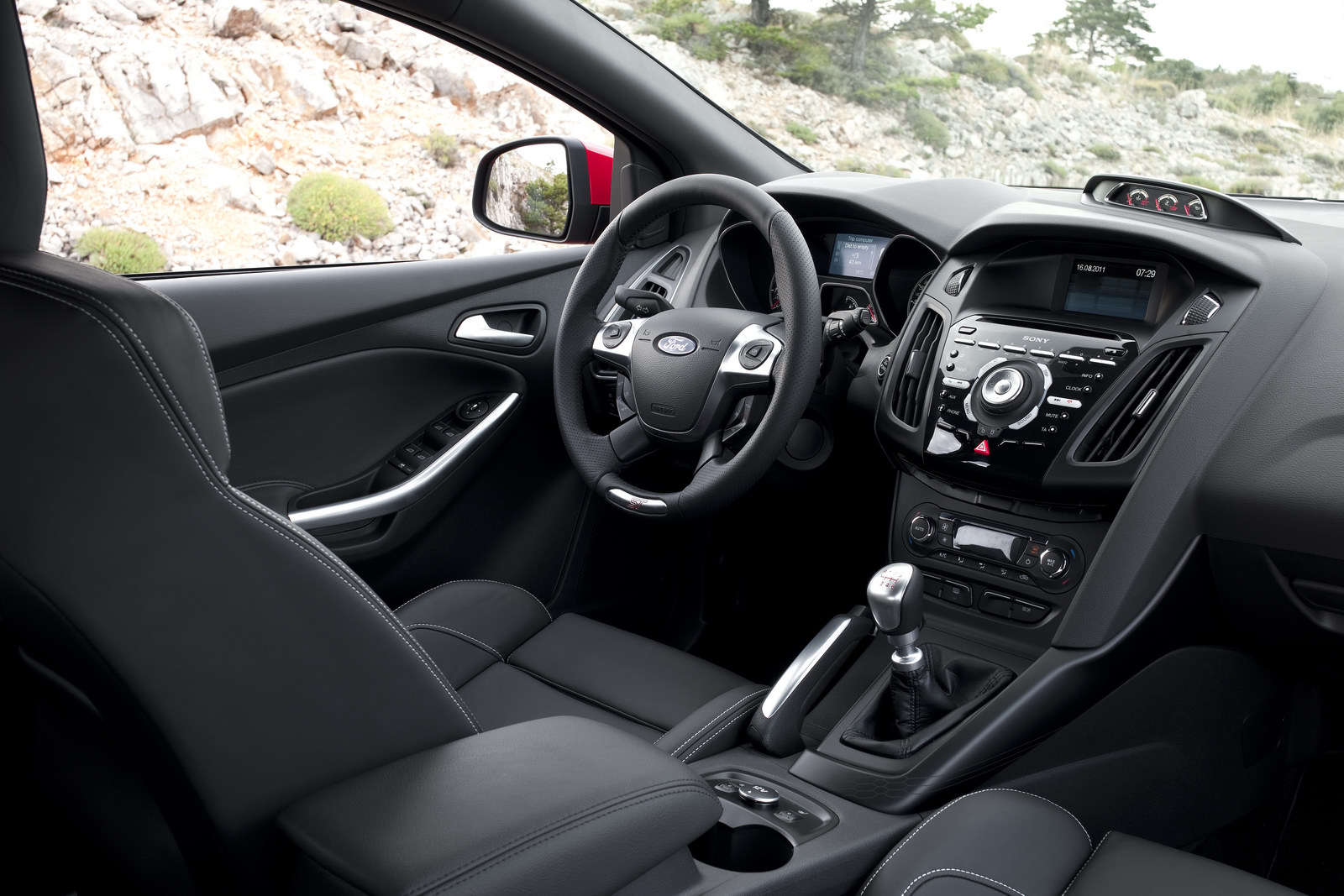 2012_ford_focus_st_overseas_02