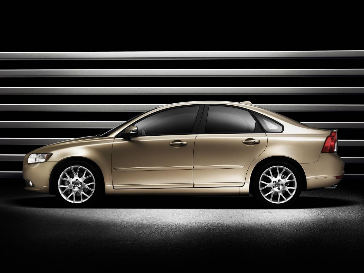 2010_volvo_s40_sedan_csr_02
