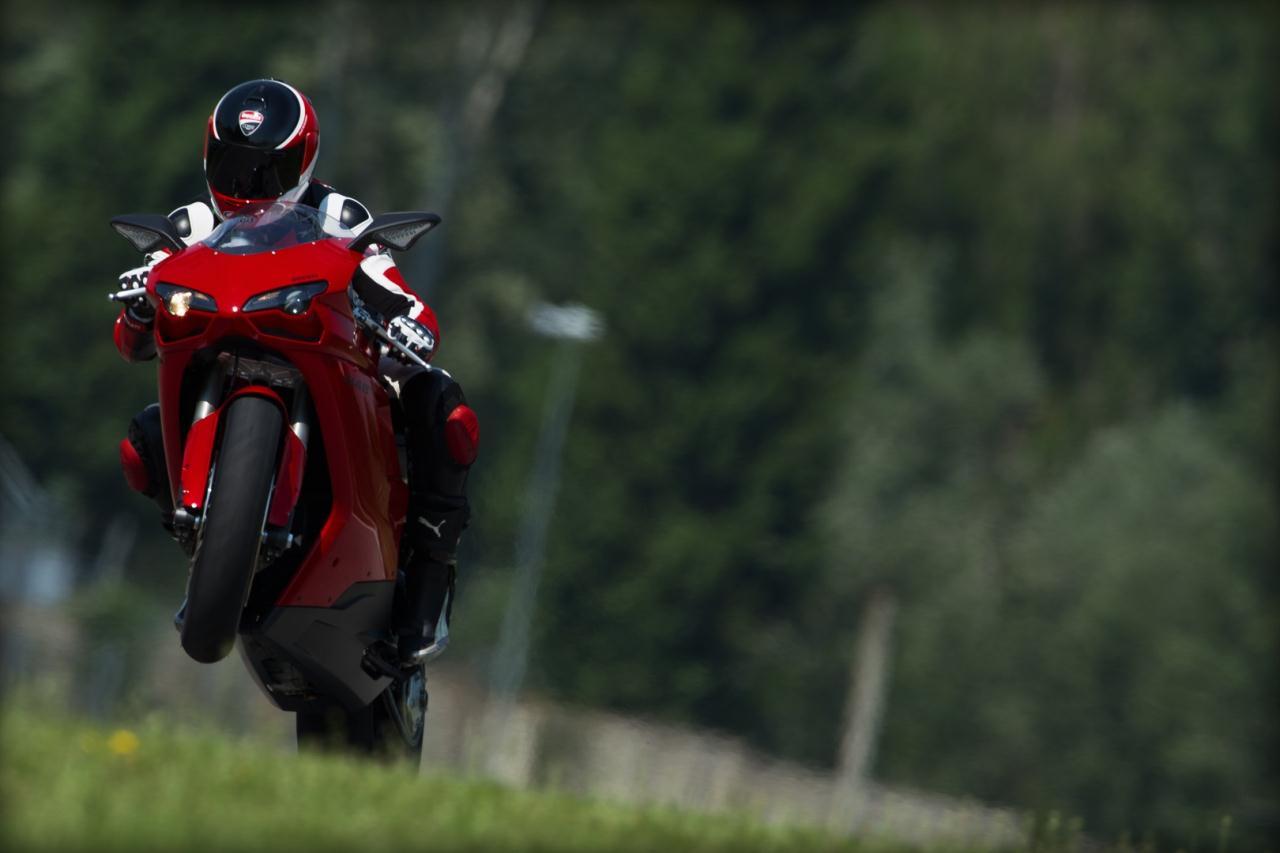 2011_ducati_848evo_superbike_01
