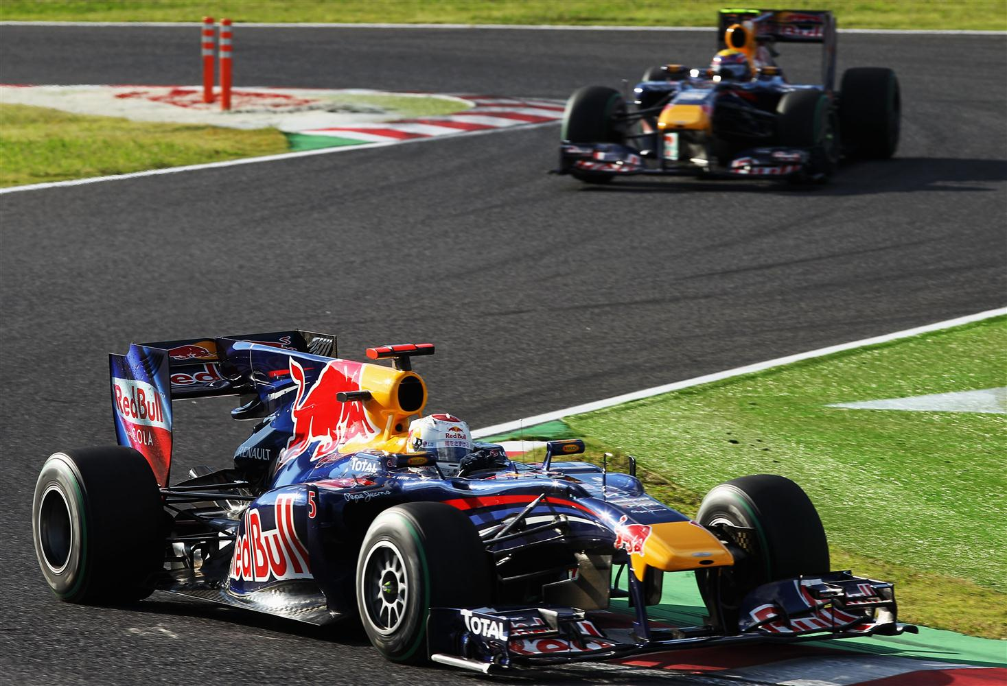 2010_red_bull_sebastian_vettel_mark_webber_japan_gp_paul_gilham_getty_images