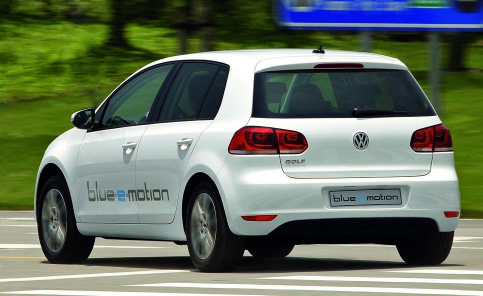 volkswagen_golf_blue_e_motion_07