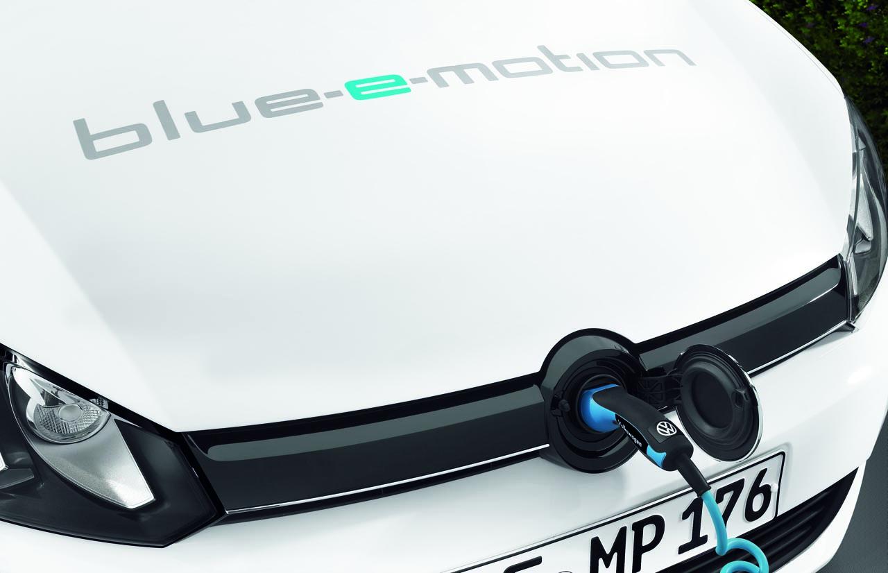 volkswagen_golf_blue_e_motion_06