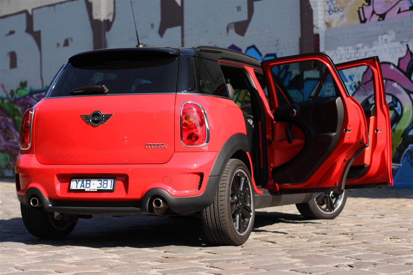 2011_mini_cooper_s_countryman_all4_roadtest_review_32