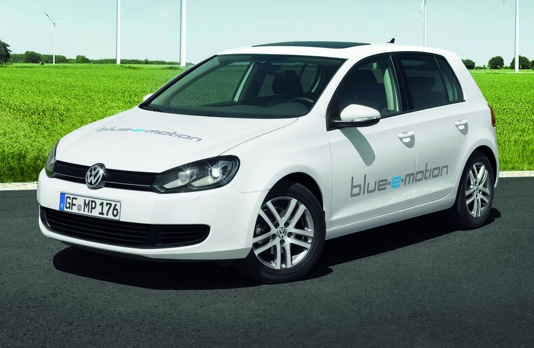 volkswagen_golf_blue_e_motion_01
