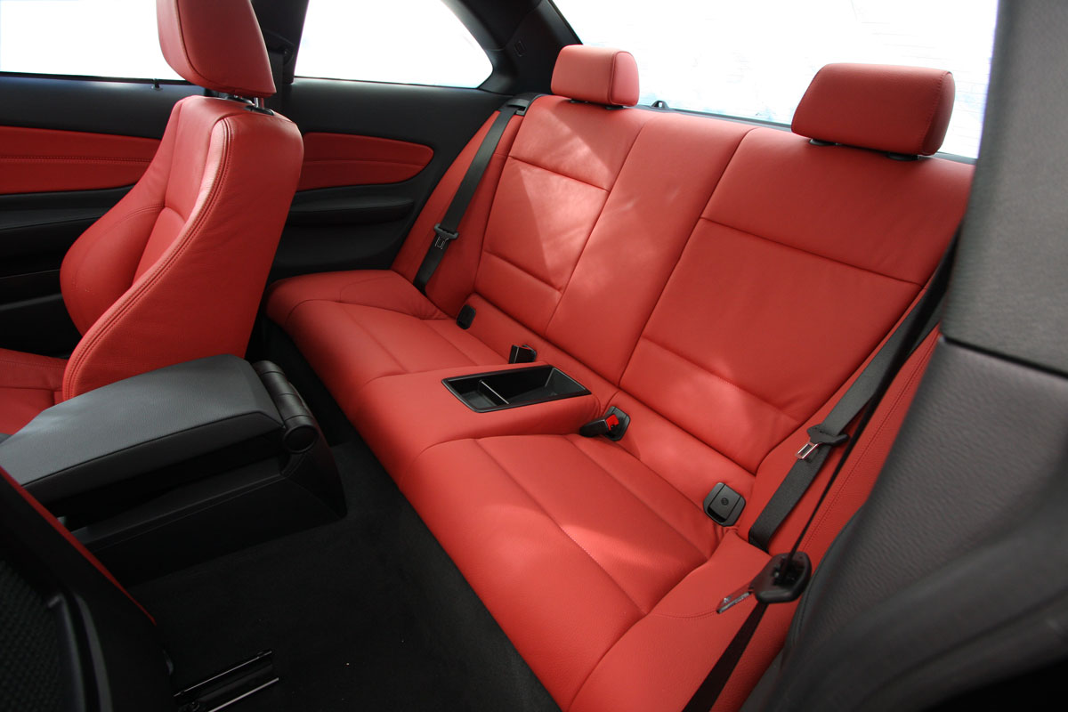 2010_bmw_135i_road_test_review_interior_12