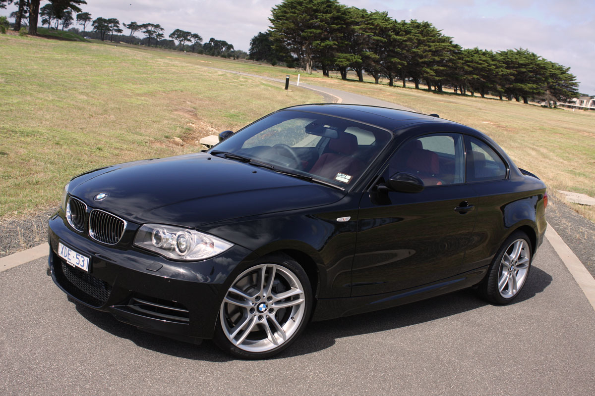 2010_bmw_135i_road_test_review_10