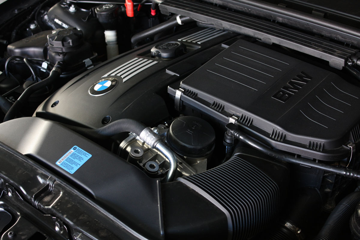 2010_bmw_135i_road_test_review_32
