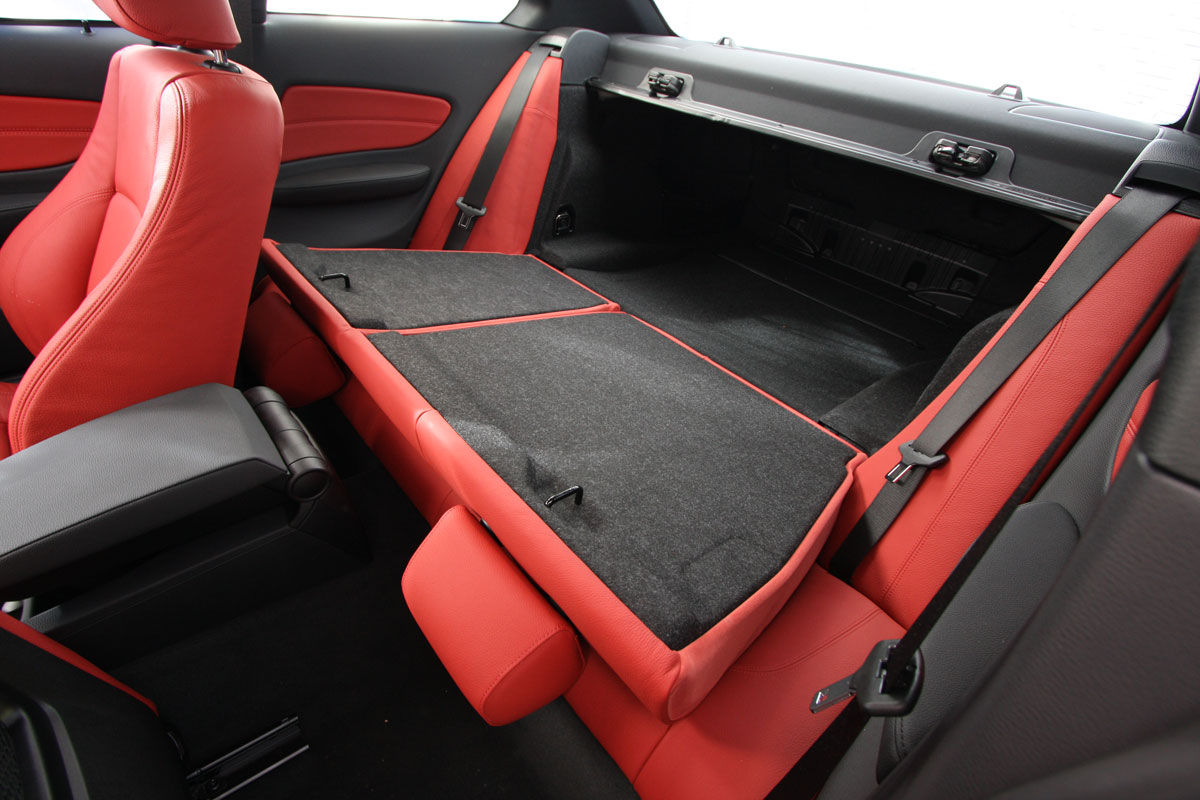 2010_bmw_135i_road_test_review_interior_13