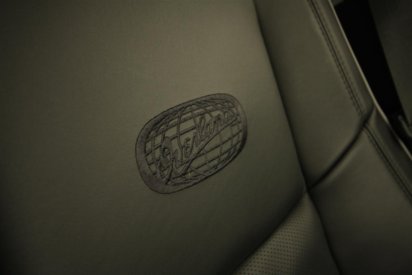 2011_jeep_grand_cherokee_overland_v8_review_interior_45