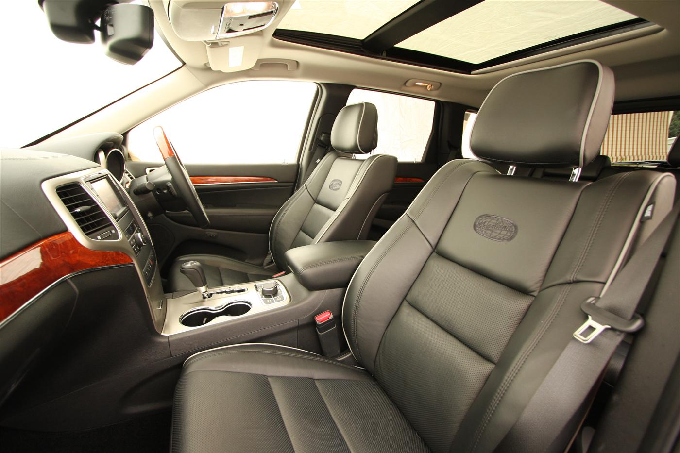2011_jeep_grand_cherokee_overland_v8_review_interior_48