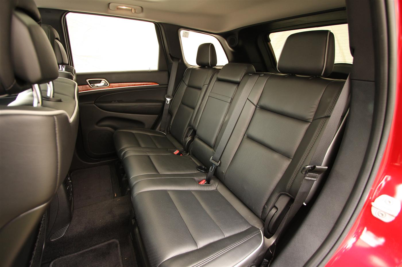2011_jeep_grand_cherokee_overland_v8_review_interior_34